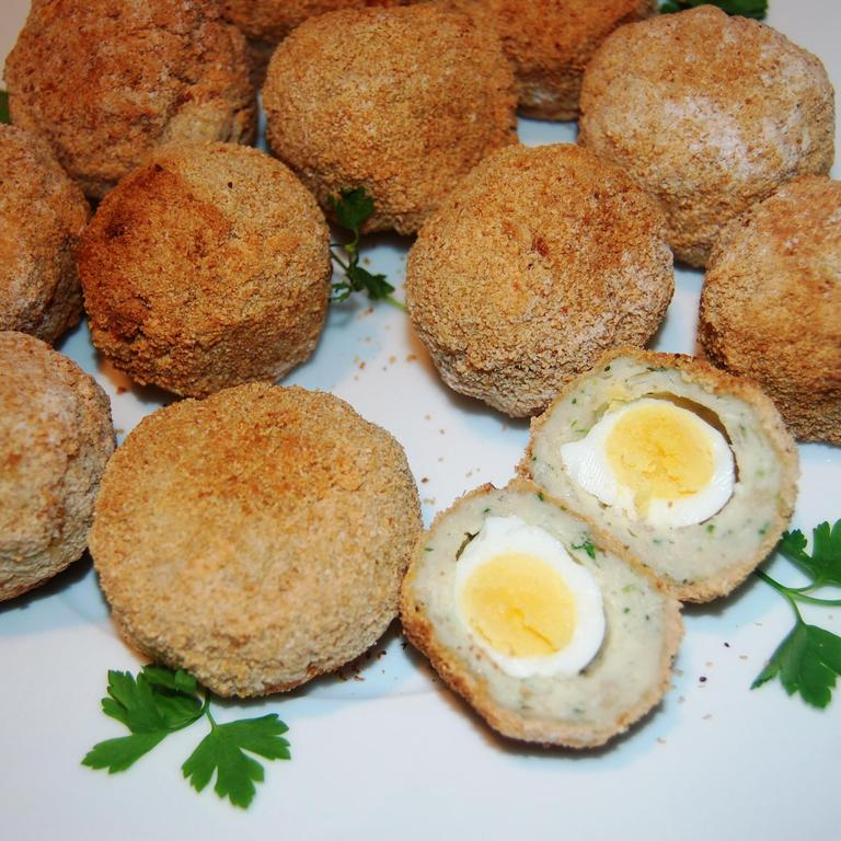 quail-eggs-with-chicken-crust